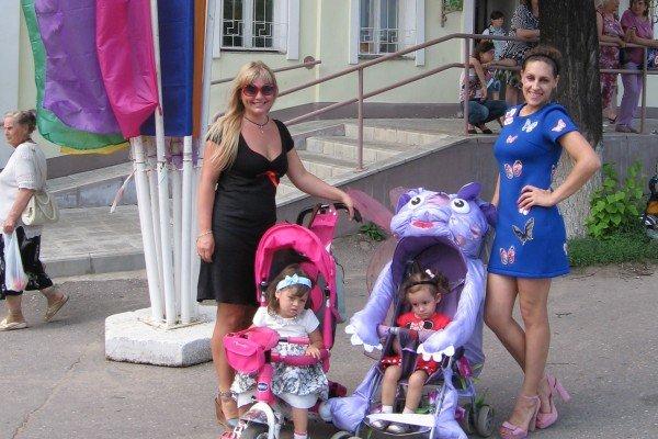 Наталья Магдалинская справа